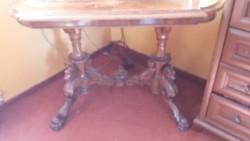 Antik intarziás, farkasfejes, kézi faragású asztal