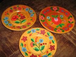 Gyönyörű vintage kézzel festett fa tányér garnitúra hely hiányában olcsó