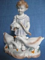 Libákat legeltető kislány jelzett porcelán