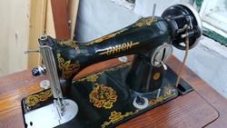 Union varrógép asztalával-dobozával