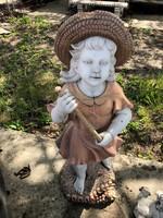 Kislány furulyával màrvány szobor