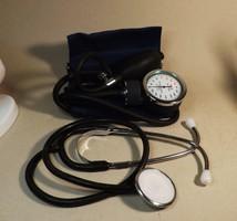 Kézi vérnyomás mérő sztetószkóppal