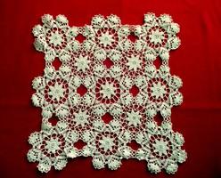 Fehér horgolt csipke (32 x 32 cm)