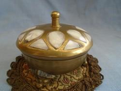 Egy igazi ötvös munka; antik ékszertartó vagy bonbonier komoly súly, közel 1/2 kg