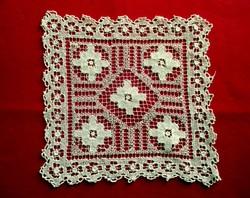 Fehér horgolt csipke (20 x 20 cm)