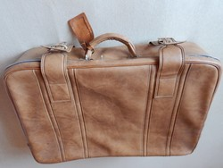 Világosbarna retro műbőr bőrönd