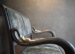 Hattyús empire kanapé újjáépítve patinázott ezüst fejekkel.