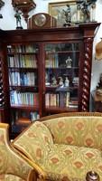 Restaurált antik könyvszekrény