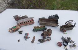 Régi fém mozdony vonatok  alkatrésznek