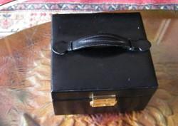 Fekete bőr - műbör? - ékszeres doboz