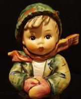 Hummel didergő kisfiú, 13 cm