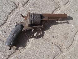 Régi revolver, pisztoly hatástalanítva
