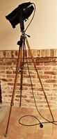 Egyedi designer tripod Állólámpa régi alkatrészekből újonnan épített loft retro ipari design