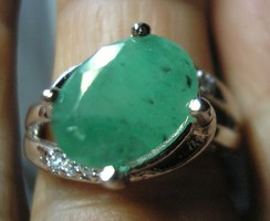 925 ezüst, smaragd drágakővel, 17,6/55,3 mm átm.