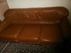 Ággyá alakítható kanapé