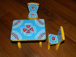 Babaházba - asztal + két szék