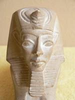 Egyiptomi szobor kővől