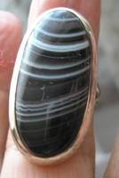 925 ezüst gyűrű, 17,1/53,7 mm, csíkos achát