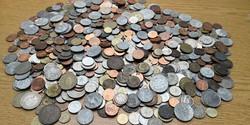 2,6kg!!! Vegyes magyar és külföldi régi és újabb érmék Lot!