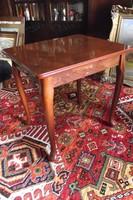 Neobarokk teázó asztalka.