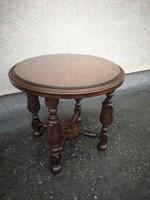 Reneszánsz kisasztal