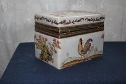 Ajándéknak is!Porcelán doboz ékszertartó kakasos dísz akciózom! vastag pocelán doboz,réz zsanérral!!