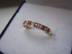 Tömör arany gyűrű valódi rubin és brill csiszolású gyémánt kővel