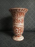 Gorka Géza váza hímzésmintával