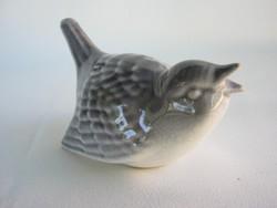 Porcelán madár ökörszem