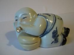 Fekvő, furulyázó buddha