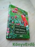 Lévai Anikó: A konyhaablakból