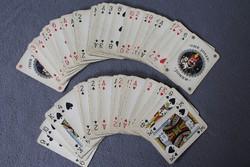 Francia kártya, 110 lap kártyatartó dobozban