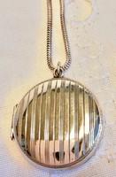 Eladó eredeti angol antik jelzett ezüst( silver) vésett képtartós medál ezüst láncon