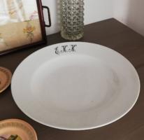E.K.K monogramos kerek fehér porcelán tálaló tál