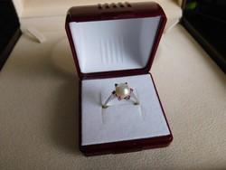 Arany 18 k Női gyűrű tenyésztett gyöngy+brillekkel  3 gr