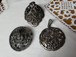 3 db antik bross és medál