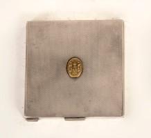 Ezüst pudrié arany címerrel