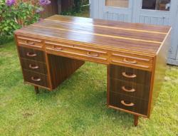 1950 körül készült 9 fiókos íróasztal, jelzett