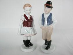 Aquincumi porcelán népviseletes lány és fiú