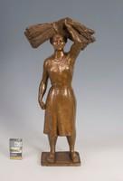 Pátzay Pál - Kévét hordó nő( Bronzszobor)