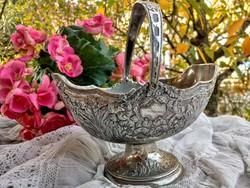 Gyönyörű ezüstözött kosár