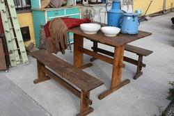 Tölgy borozó asztal, padokkal