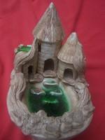   Elvarázsolt kastély-Romantikus , helyenként üvegmázas kerámia várkastély