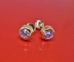 Szép kis button arany fülbevaló kövekkel
