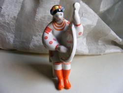 Orosz népviseletes lány balalajkával