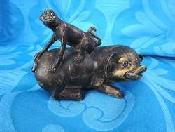 Antik tibeti bronz szobor :  majom a disznó hátán