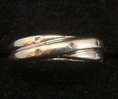 Fehér arany gyűrű picike gyémánt kövekkel