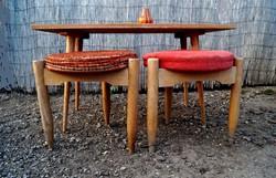 Retro stabil asztalka különleges háromszögű kisszék