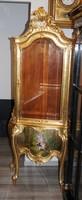 Francia rokokó vitrin, XVIII. századi,tűzaranyozott ,kézzel festett  metszett üveges