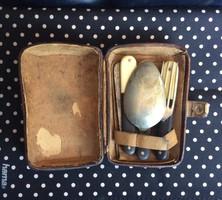 Gyönyörű csont-szaru nyelű úti evőeszköz készlet